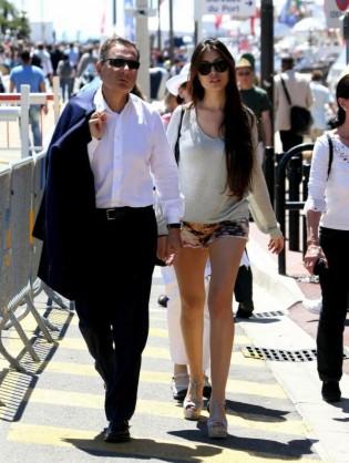 貝松和妻子在康城漫步