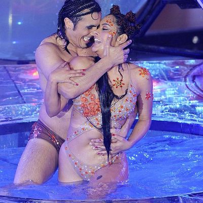 Larissa-Riquelme-performs-her-Aquadance-routine-with-Argentine-actor-Fernando-Bertona-during-the-ShowMatch-television-programme-in-Buenos-Aires-