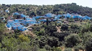087927-spain-smurfs-blue-village