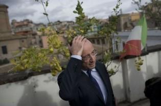 842402_francois-hollande-au-siege-du-parti-democratique-italien-a-rome-le-16-decembre-2011