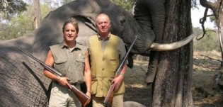 BOTSWANA: King Juan Carlos poses in front of a dead elephant