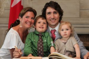 2012-03-12-01-28-47-justin-and-family-at-swearing-in-2