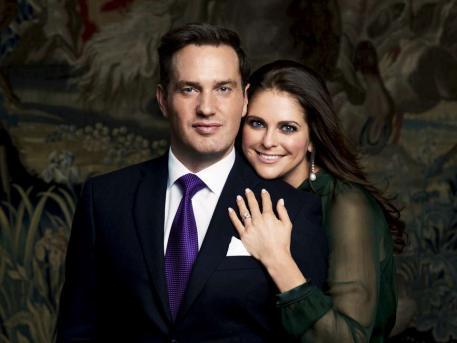 這是馬德蓮公主繼上次和一名挪威運動員失敗的訂婚後,再一次訂婚,對象是英國銀行家Chris O'Neill。