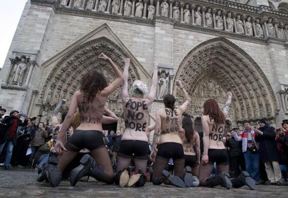 France Pope Protest.JPEG-0c467