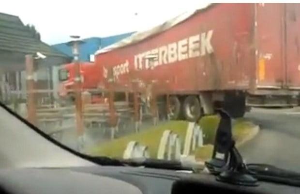 vrachtwagen-richt-ravage-aan-in-mcdonalds-video-id4868963-620x400