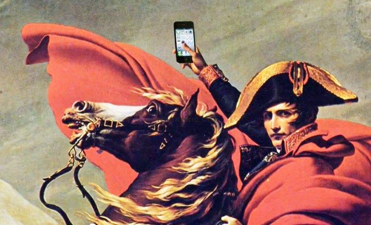 Napoleon-Bonaparte-using-iPhone