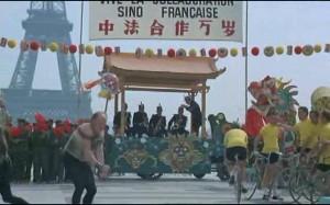 1970年代著名法文鬧劇片「解放軍大鬧法蘭西」截圖