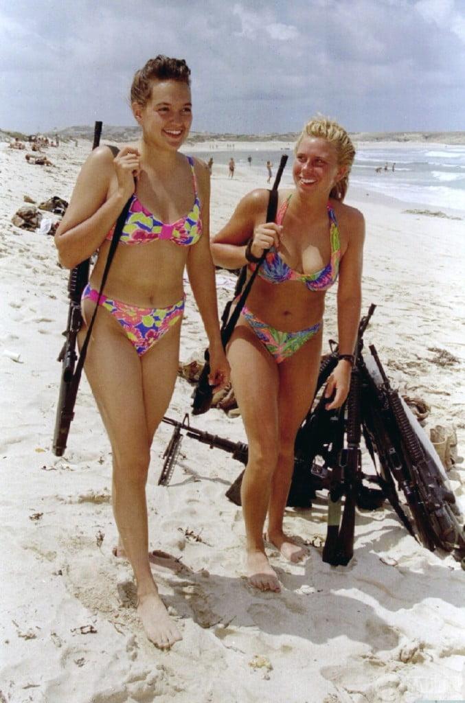 Israeli-female-soldier-in-bikini-01_zpsd0dd7b84