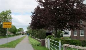 vue-de-l-entree-du-village-de-lowenstedt-dans-le-nord-de-l-allemagne-le-13-mai-2014_4908859