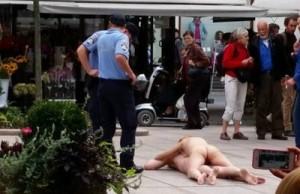 policija-privela-umjetnike-koji-su-setali-goli-centrom-zagreba-400x600-20140936-20140913144925-afb0581824f571013e6e9799f3795bb2