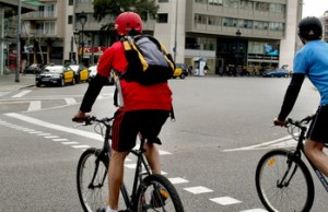 Ciclistas-en-el-carril-bici-de_54408927137_51351706917_600_226