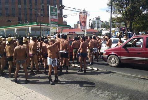 manifestantes_denudos_Insurgentes-Integrantes_400_pueblos_MILIMA20141125_0120_8