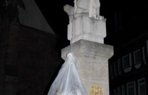 1428568904_statue