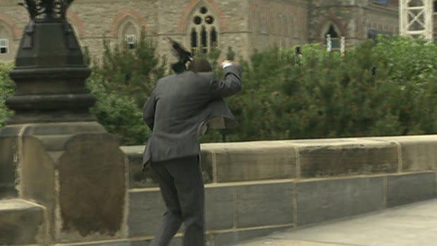 parliament-hill-red-winged-blackbird-attack-ottawa-june-15-2015
