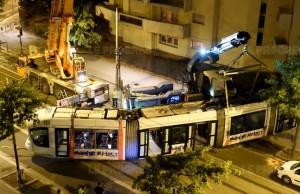 le-tram-accidente-a-ete-tracte-dimanche-soir-photo-frederic-chambert (2)
