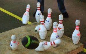 shot-of-football-bowling-pins-in-fowling-facility