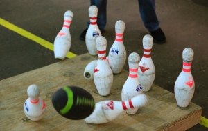 shot-of-football-bowling-pins-in-fowling-facility