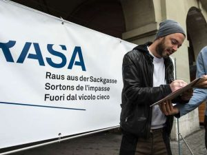 Rapper-Greis-bei-der-Unterschriftensammlung-zur-RASA-Initiative