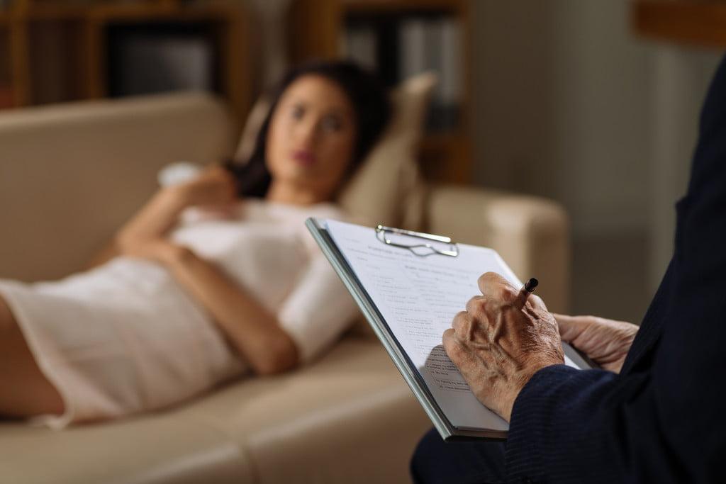 psy-psychologue-psychiatre-divan-confessions-medecin-11478172zvqht