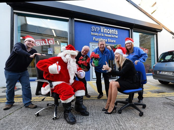 REPRO FREE - MOVE over white collar boxing or inter-firm sports tournaments because latest corporate craze, Office Chair Racing is coming to Tralee on Saturday 20th December as part of the 2014 Christmas Spraoi in Tralee. Sponsored by Radleys Business Solutions Tralee, the money from the event will go to St Vincent de Paul. Pictured with Santa at the launch were – Nicola O'Sullivan (Fels Point Hotel Tralee), Christy Lynch (St Vincent de Paul) , Helen Lock , Tommy Leahy and Pat Herlihy . Photo By : Domnick Walsh / Eye Focus LTD ©  Tralee Co Kerry Ireland  Phone  Mobile 087 / 2672033 L/Line 066 71 22 981  E/mail - info@dwalshphoto.ie        www.dwalshphoto.com