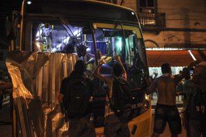 epa05093465 Brazilian policemen confront demonstrators during riots at a protest against the bus fare hike, in Rio de Janeiro, Brazil, 08 January 2016.  EPA/ANTONIO LACERDA