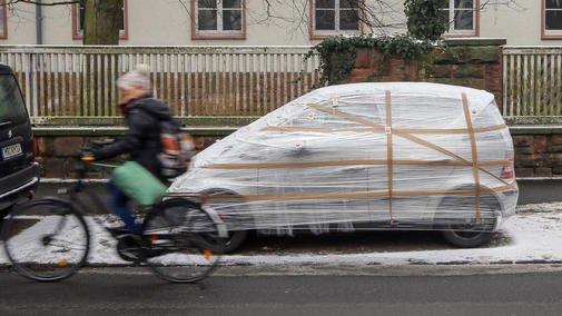Der-Wirbel-um-das-verpackte-Auto_ArtikelQuer