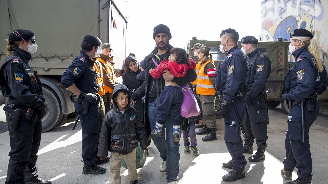 regierung-sieht-asyl-auf-zeit-vor-allem-als-signal-41-61036544