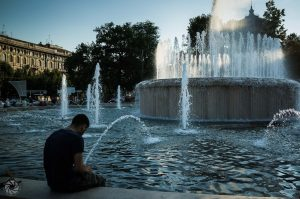 Milan-Italy-Please-Do-Not-Pee-In-The-Fountain-2015.06.30-GR003814-1056x700