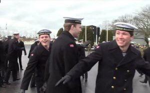 navy-flash-mob_3589600b