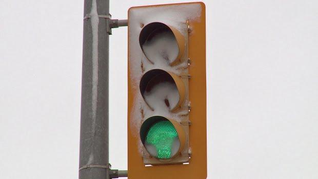 snowy-traffic-light-led