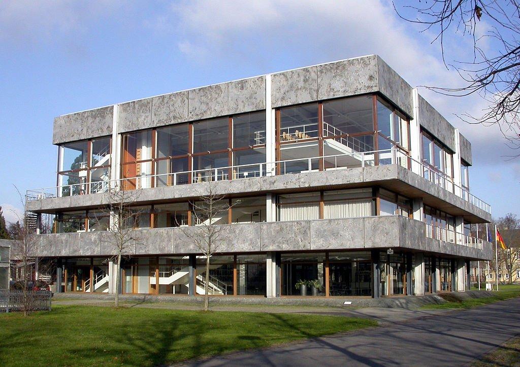 1024px-Karlsruhe_bundesverfassungsgericht