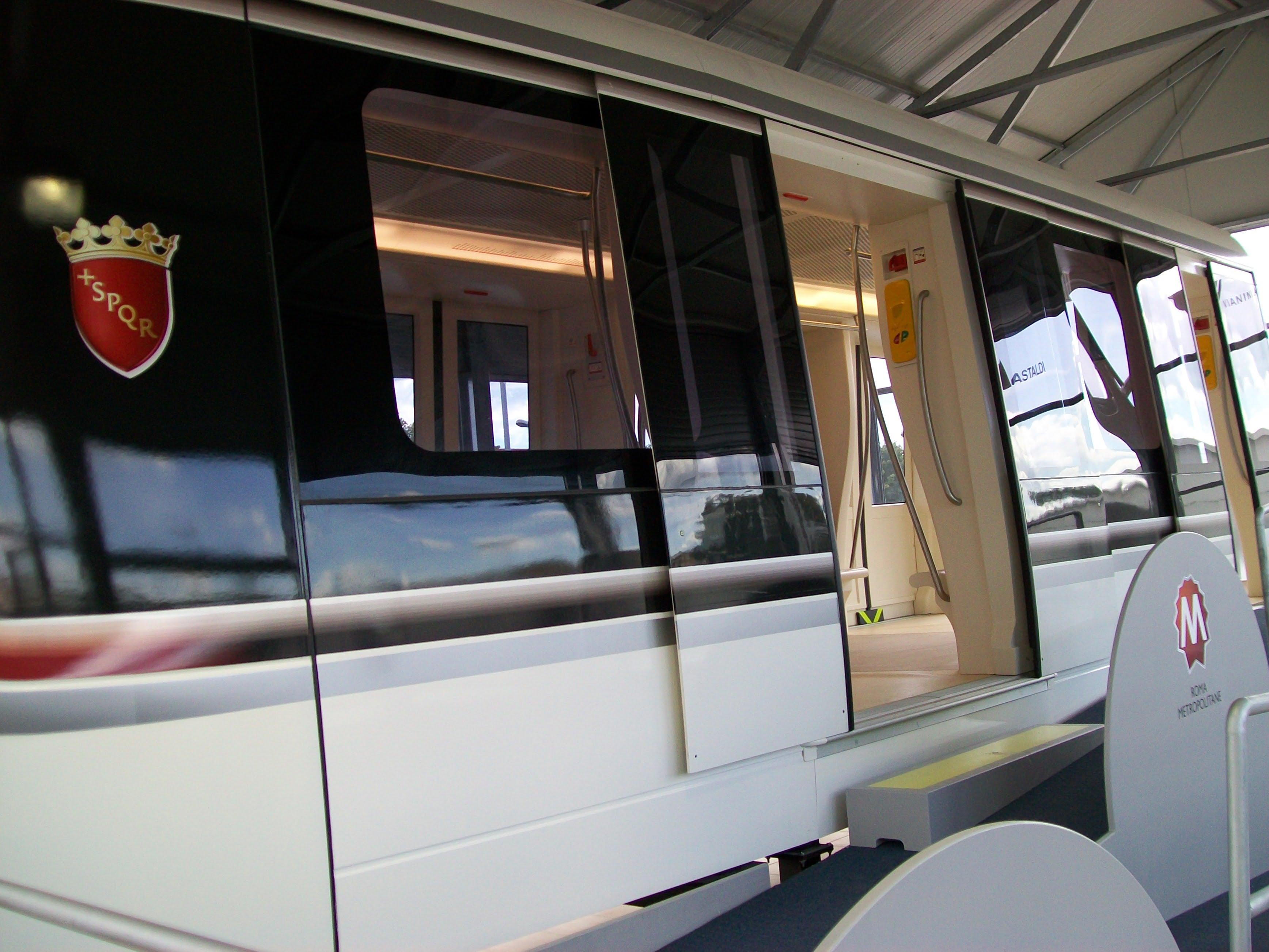 Vagone_Prospettiva_Metro_C_(Roma)
