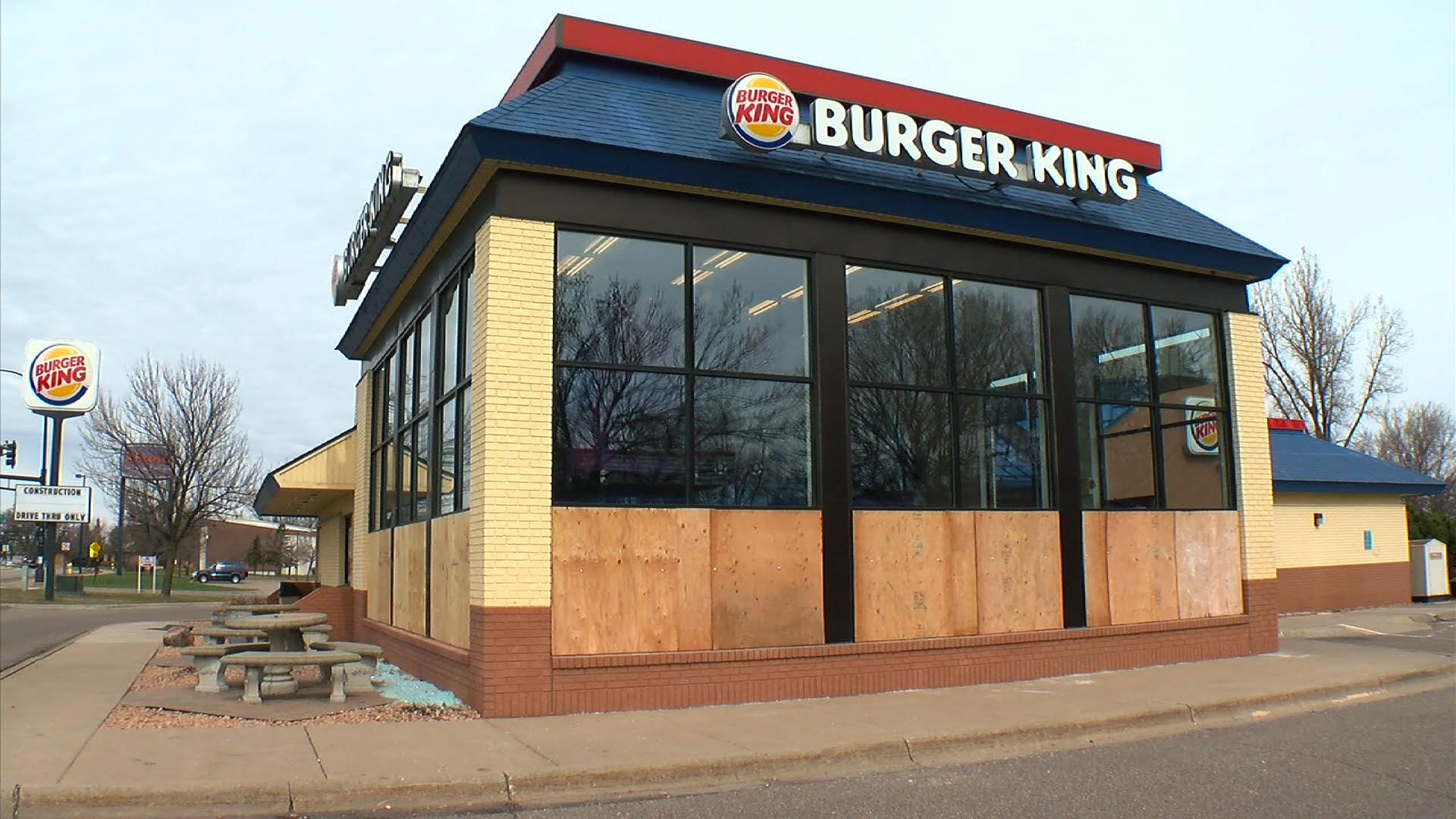 coon-rapids-burger-king-employees-break-windows-after-prank-call
