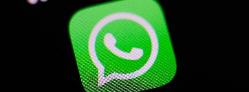 "FILE -  The logo of the messaging application WhatsApp is pictured on a smartphone in Taipei, Taiwan, 07 April 2016. EPA/RITCHIE B. TONGO dpa (zu dpa: ""WhatsApp in Brasilien blockiert"" vom 02.05.2016) +++(c) dpa - Bildfunk+++"