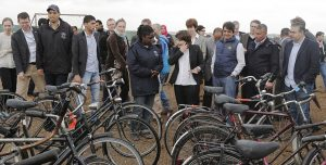 syrian-refugees-bicycle