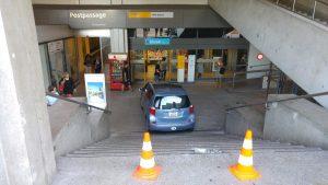 Aargauer findet einen freien Parkplatz.  Basel SBB - Post