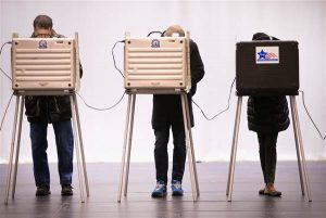160829-illinois-voting-machine-mbe-527p_9029a8cba29f9234a81c7c5fd5aaaba7.nbcnews-ux-600-480