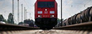 ARCHIV - Ein mit «Flüsterbremsen» ausgerüsteter Güterzug steht am 16.07.2014 in Köln (Nordrhein-Westfalen) auf einem Gleis.  Foto: Oliver Berg/dpa (zu dpa «Deutsche Bahn - Jahreszahlen» vom 16.03.2016) +++(c) dpa - Bildfunk+++ | Verwendung weltweit