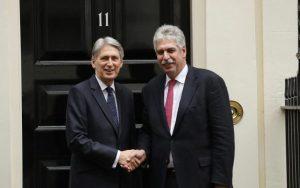 109900373_british_finance_minister_philip_hammond_left_performs_a_posed_handshake_for_the_media-xlarge_transjcvdfa7fputxtt5_haxltlmls90gokusbmy7evcgwnq