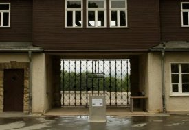 The camp gate of the former Buchenwald Nazi concentration camp is pictured near the eastern German city of Weimar in Thuringia June 4, 2009. U.S. President Barack Obama is due to visit the camp on Friday.  REUTERS/Ina Fassbender (GERMANY POLITICS) - RTR249FX