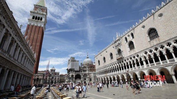 venezia-ok-campanile-san-marco-piazza-ducale-basilica-tavolini-bar-locali-dritta-2-3-2-2
