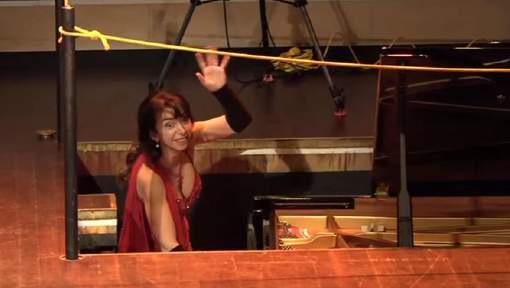巴西鋼琴家換鋼琴 出罕有笑料