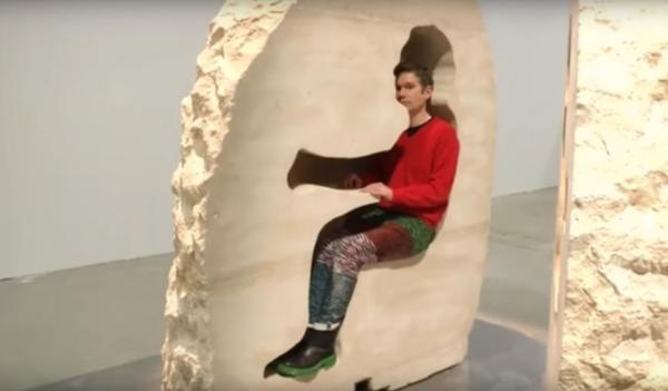 巴黎藝術家自閉石棺內孵蛋 一問點去廁所就發癲?