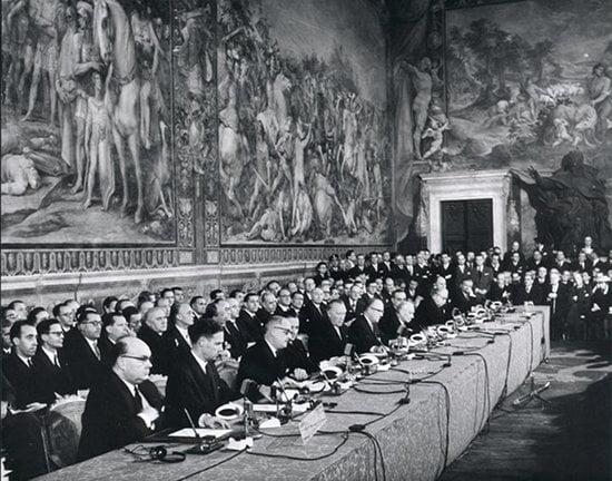 英國記者踢爆 羅馬條約當年係簽白紙?