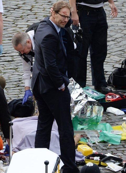 英國會遭恐襲 助理外相現場急救警察被奉為英雄