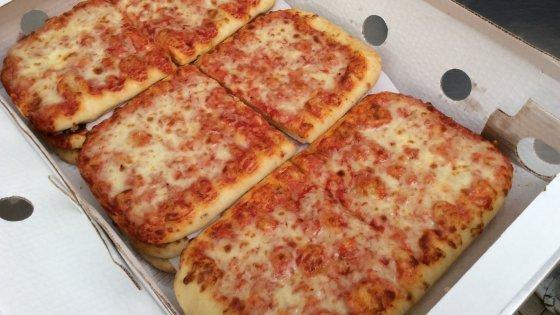 「橡膠 Pizza」經70次試味後 重上米蘭學校食譜