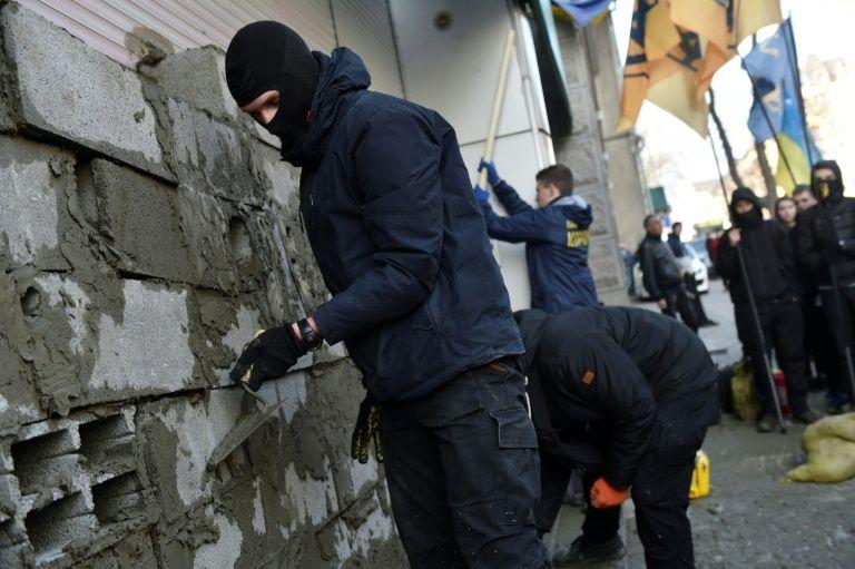 頂唔順封牆示威 政府制裁 露西亞銀行撤出烏克蘭