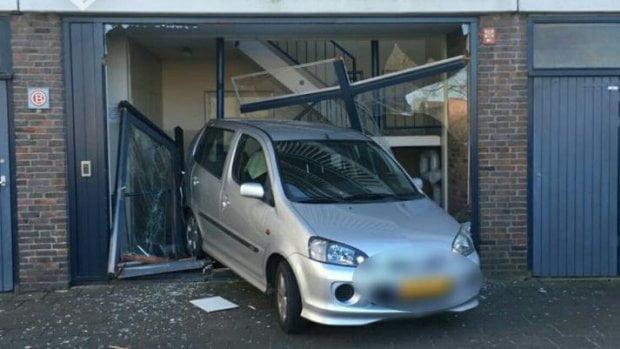 荷蘭6歲童偷偷揸車 搞到「撞」返入屋?
