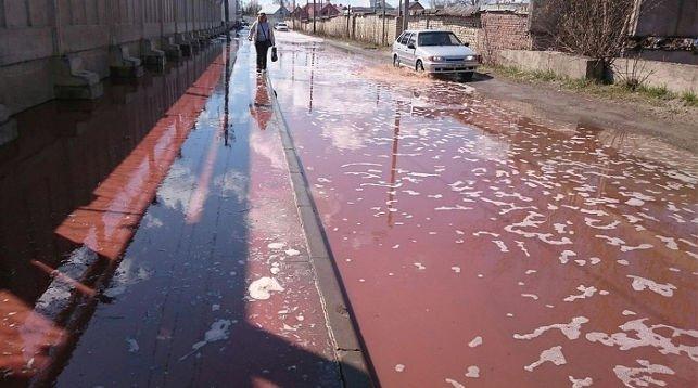 露西亞工廠倒塌 漏果汁搞到一地都係