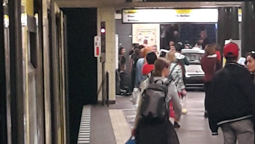 柏林私家車衝入地鐵站 7人受傷
